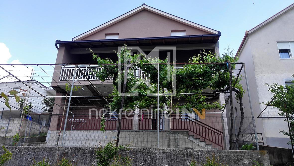 Renovirana kuća sa okućnicom u Ilićima, Barakovac