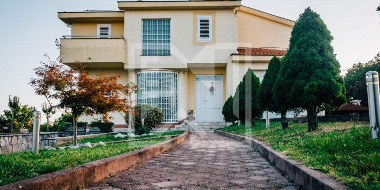 Kuća u Blatnici prilaz