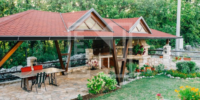 Kuća u Blatnici vanjski kamin