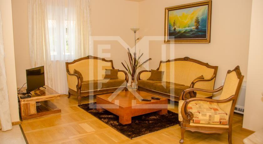 Trosoban luksuzno namješten stan u Međugorju