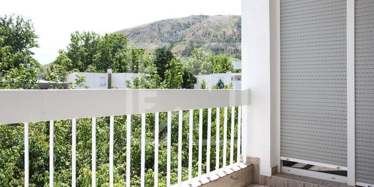 Trosoban stan Zagrebačka balkon pogled na Zagrebačku