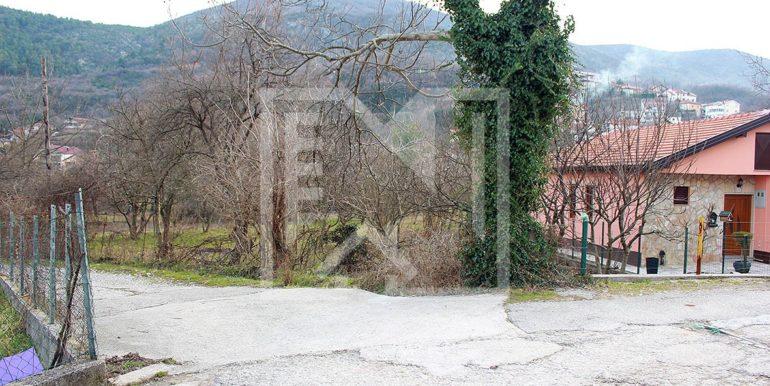 Zemljište u Ilićima 1574m2 pogled sa prilaza