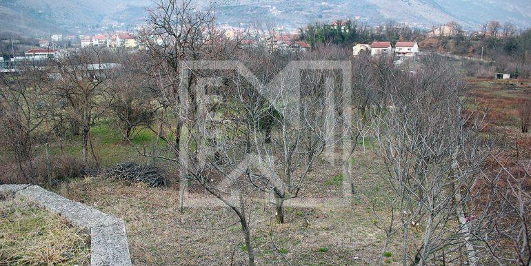 Zemljište u Ilićima 580m2 pogled sa ceste