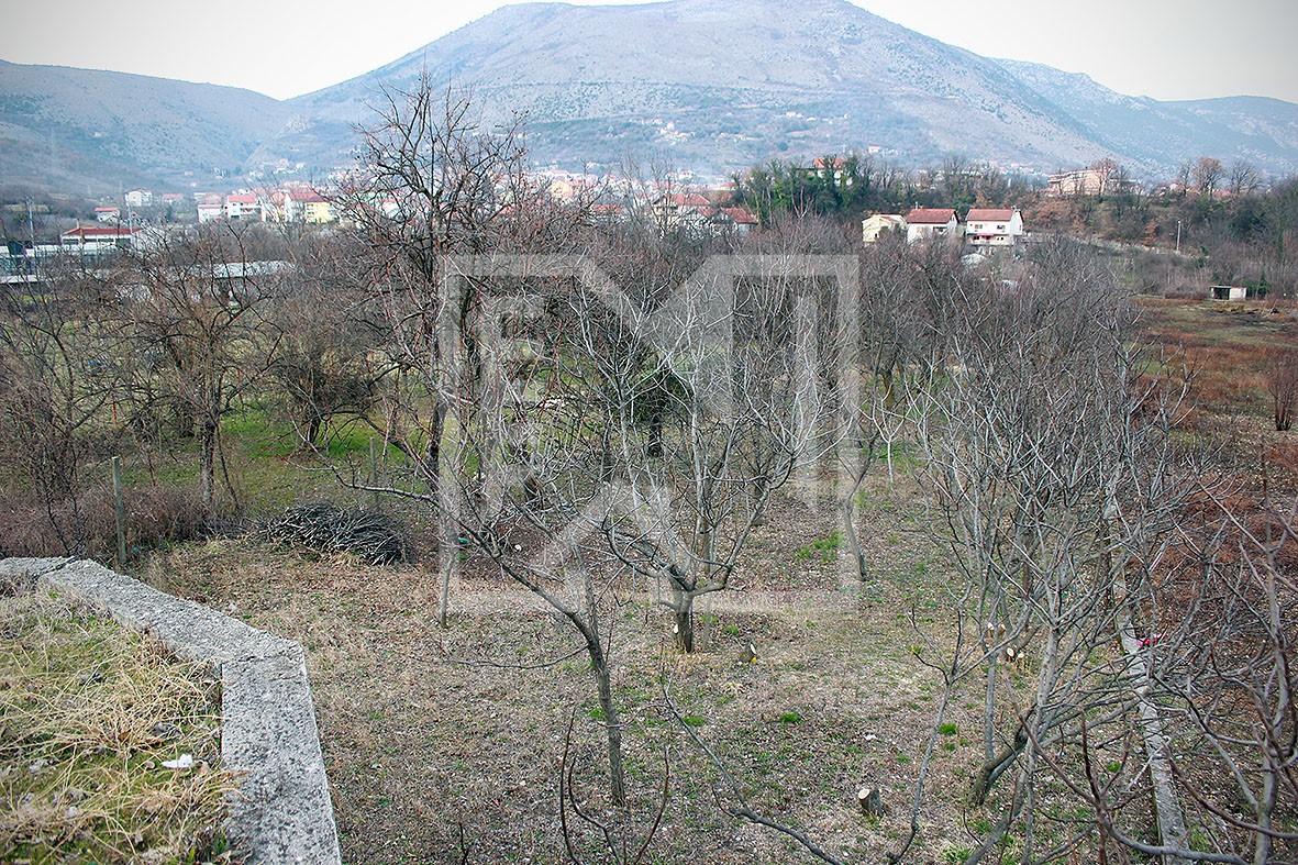 Zemljište u Ilićima uz glavnu cestu površine 580 kvadrata