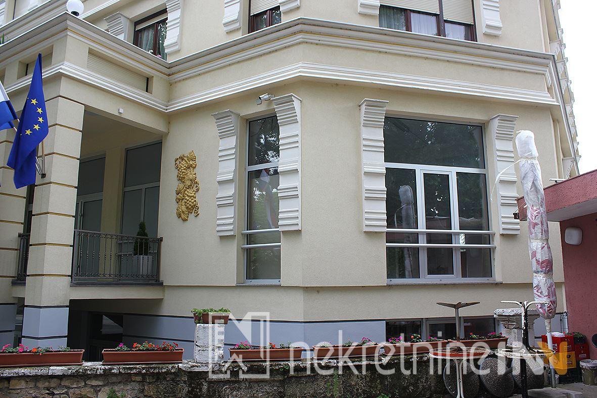 Poslovni prostor u centru Mostara preko puta parka površine 217m2
