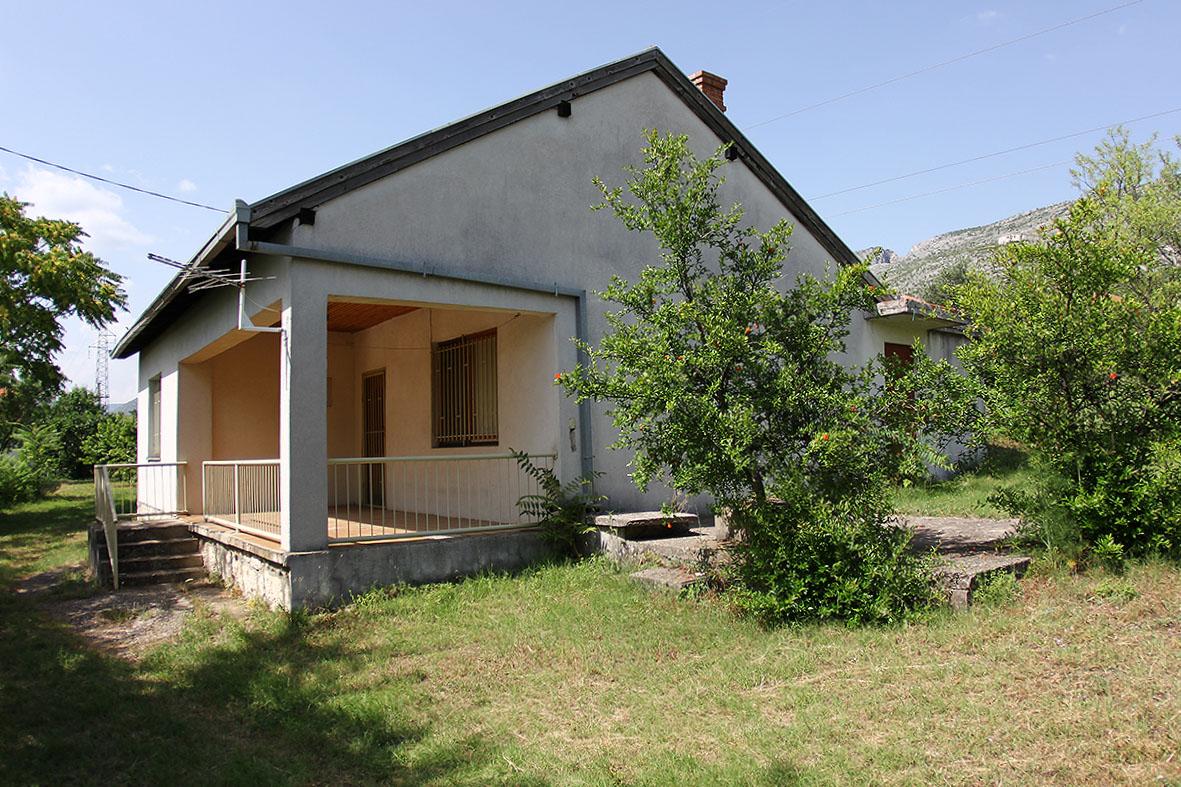 Kuća sa zemljištem u Kočinama
