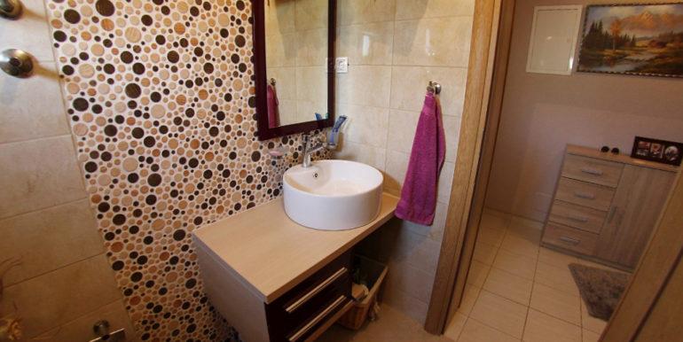 Kuća Vojno kupaonica1