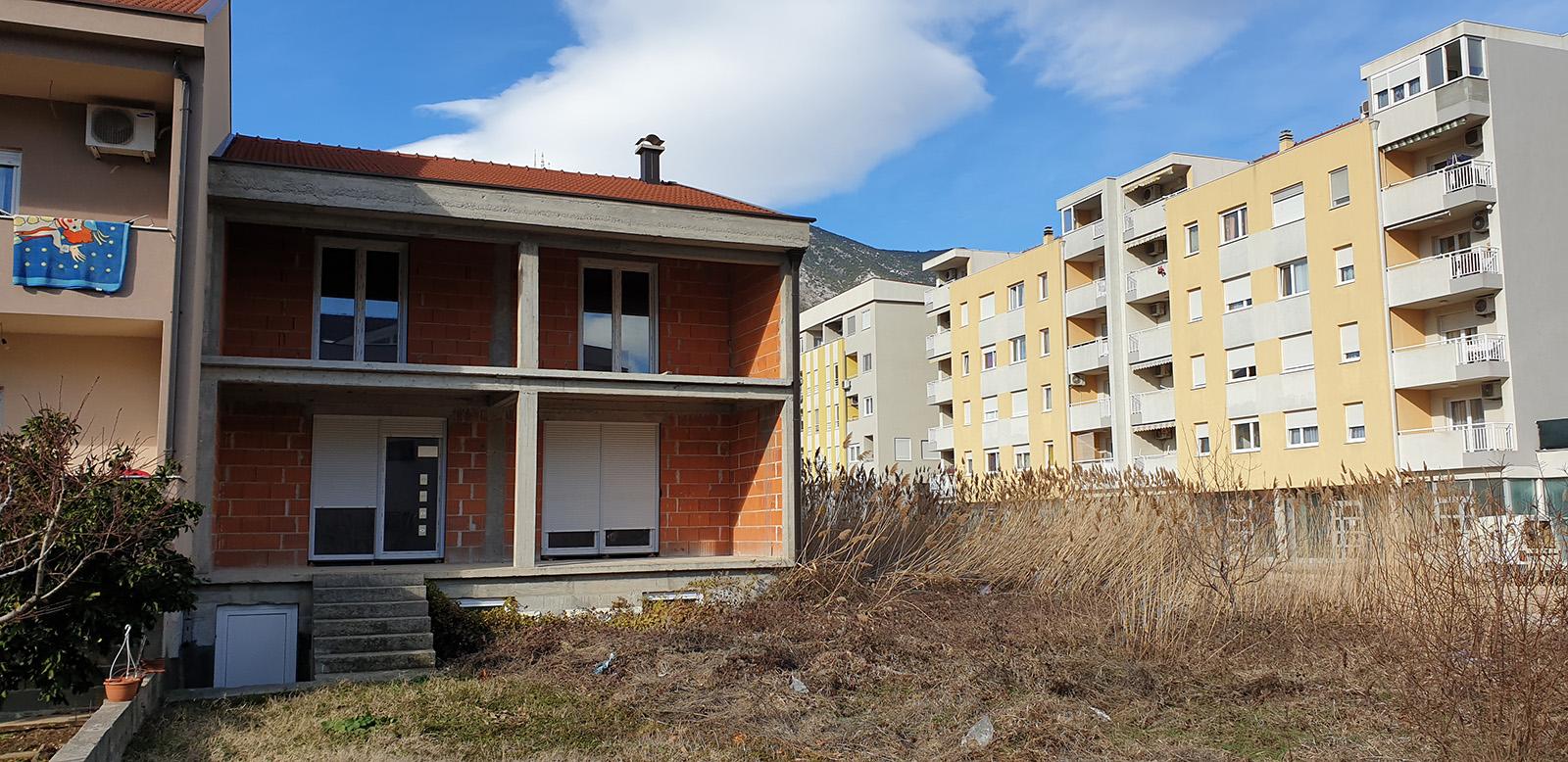 Prodaje se nedovršena kuća u Vukovarskoj Ulici