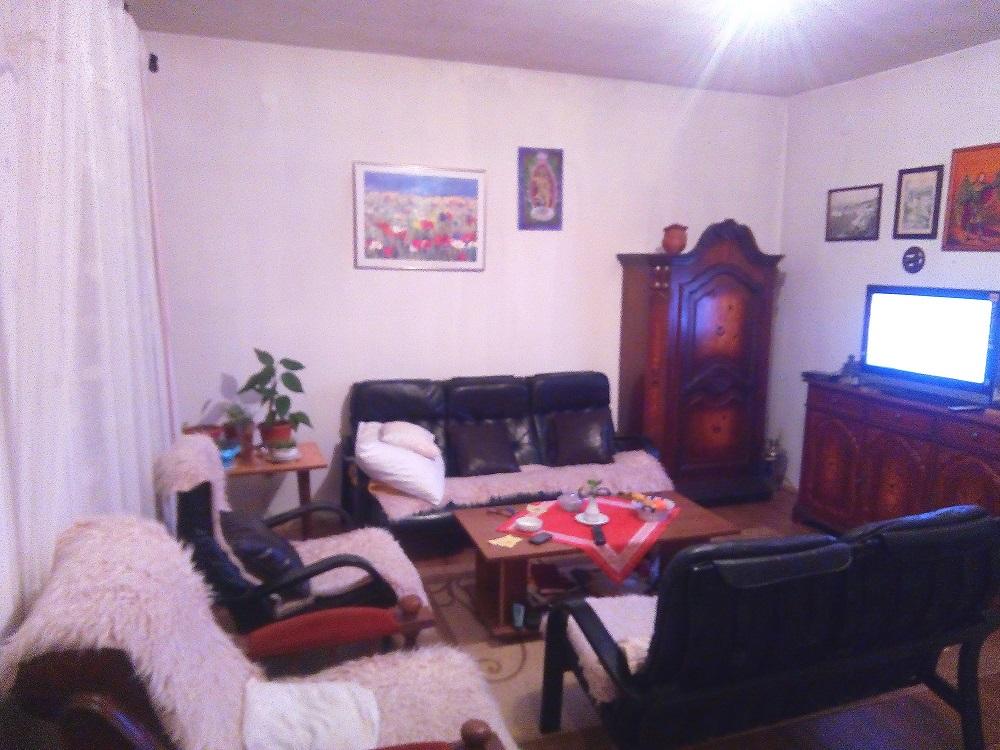 Prodajem kucu sa dvoristem na vikend naselju Ivanica sa pogledom na more