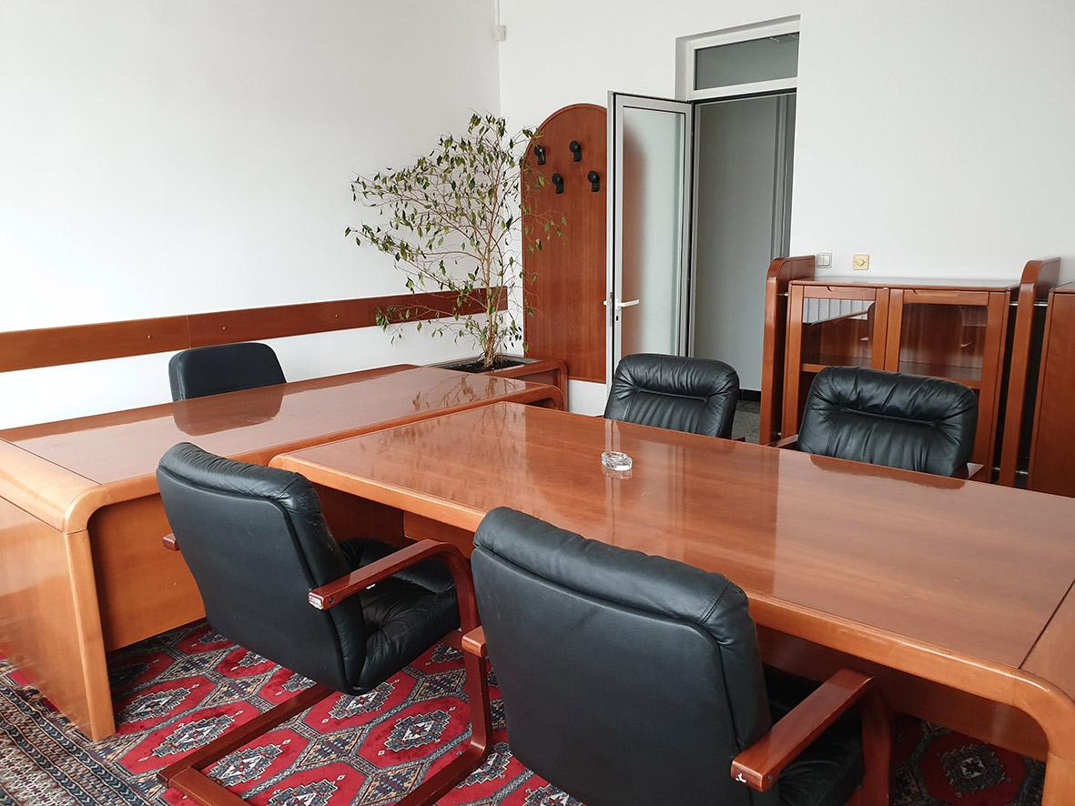 Namješten uredski poslovni prostor površine 600 m2