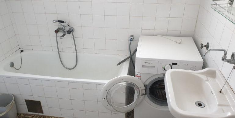 Slika 1 kupatilo trosoban stan Mostar