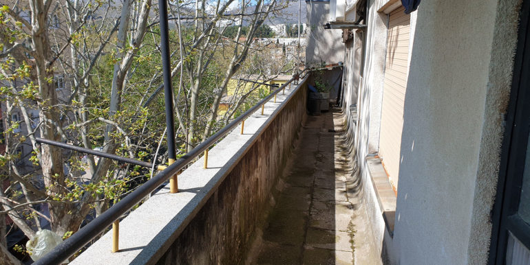 Slika 2 Terasa trosoban stan Mostar