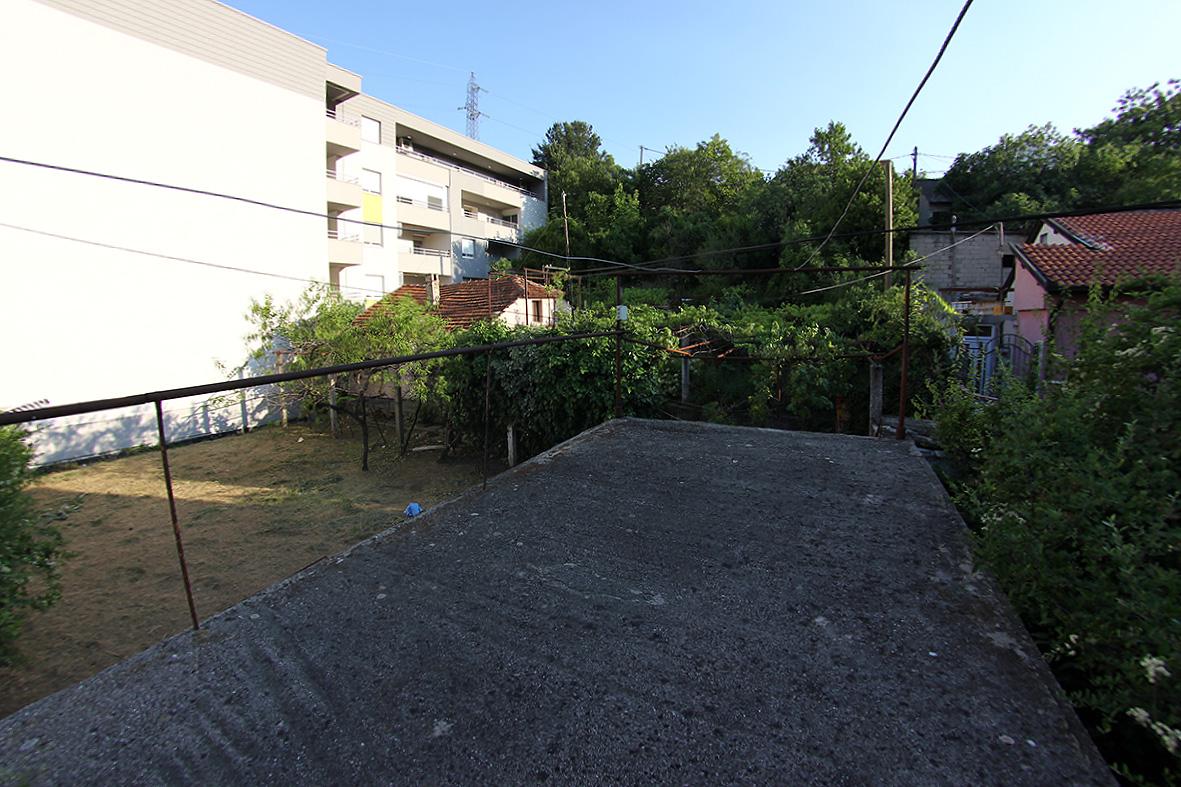 Parcela sa objektom na atraktivnoj lokaciji u Mostaru