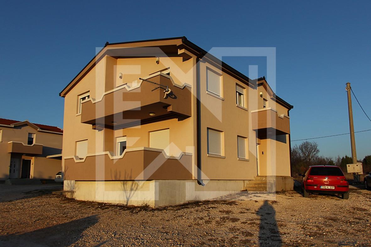 Kuća na Vionici kraj Međugorja, dvokatnica 230 m2