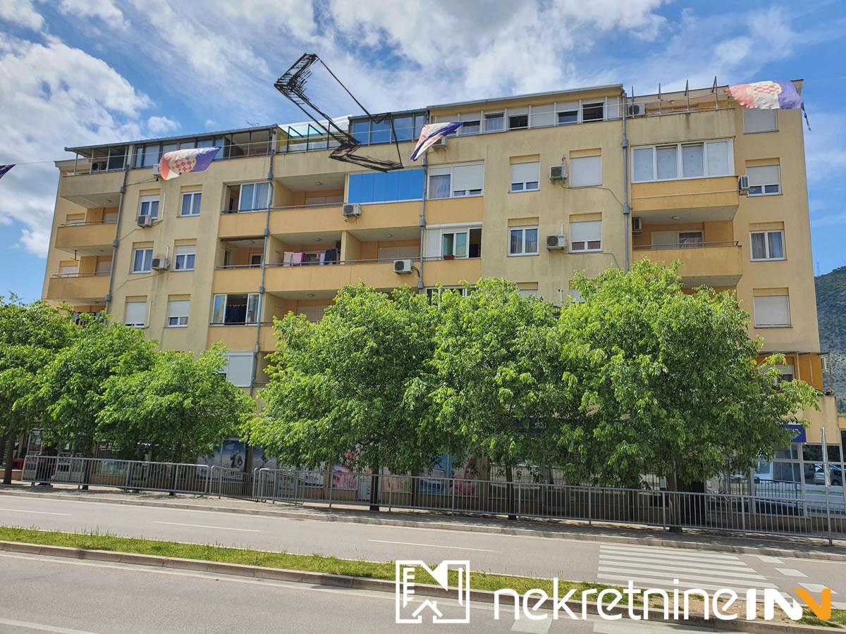 Prodaje se dvosoban stan od 77m2