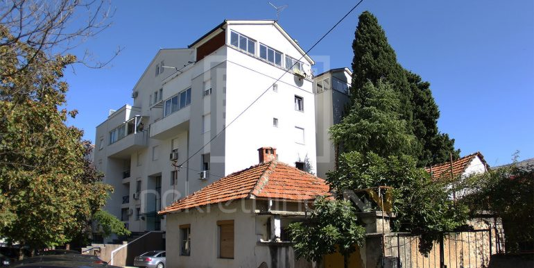 trosoban stan sa terasom Vatikan Mostar