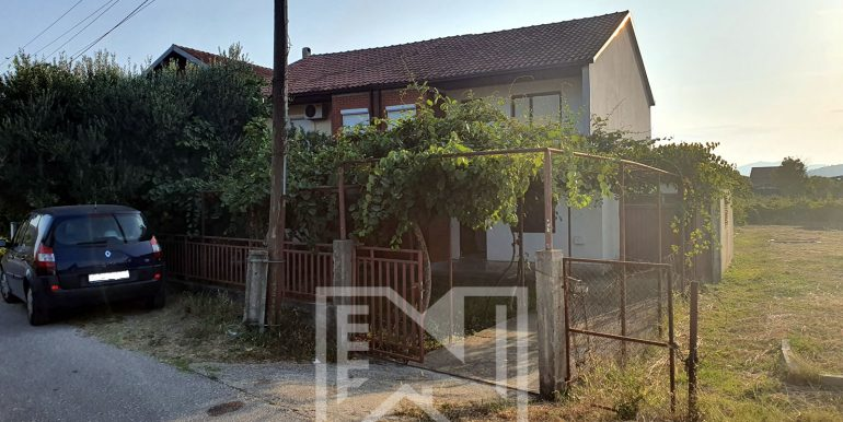 Kuća za odmor Tasovčići NekretnineInn - slika Prednjeg ulaza 1