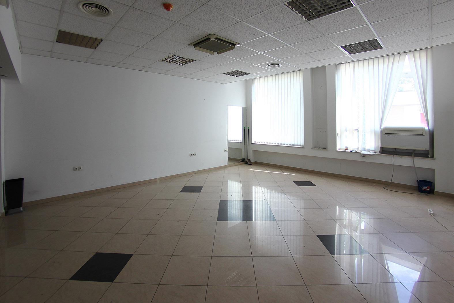 Poslovni prostor u prodajnom centru Rondo