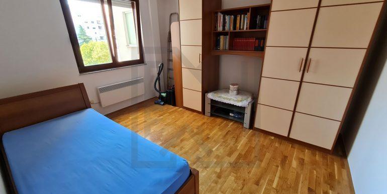 Trosoban Stjepana Radica V. kat Mostar Nekretnineinn soba III 01